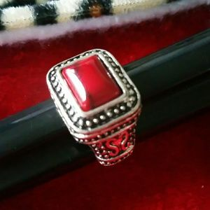 61/2 red stone vintage ring